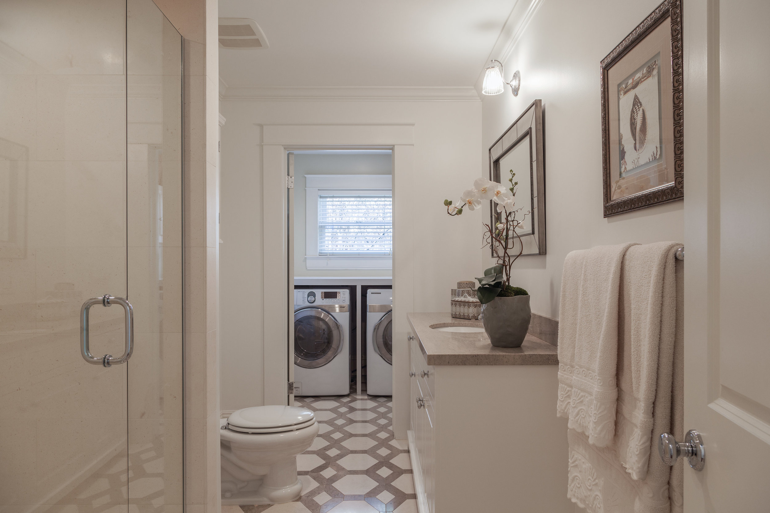 3163 La Suvida Dr Los Angeles-print-018-Bathroom-4200x2800-300dpi.jpg