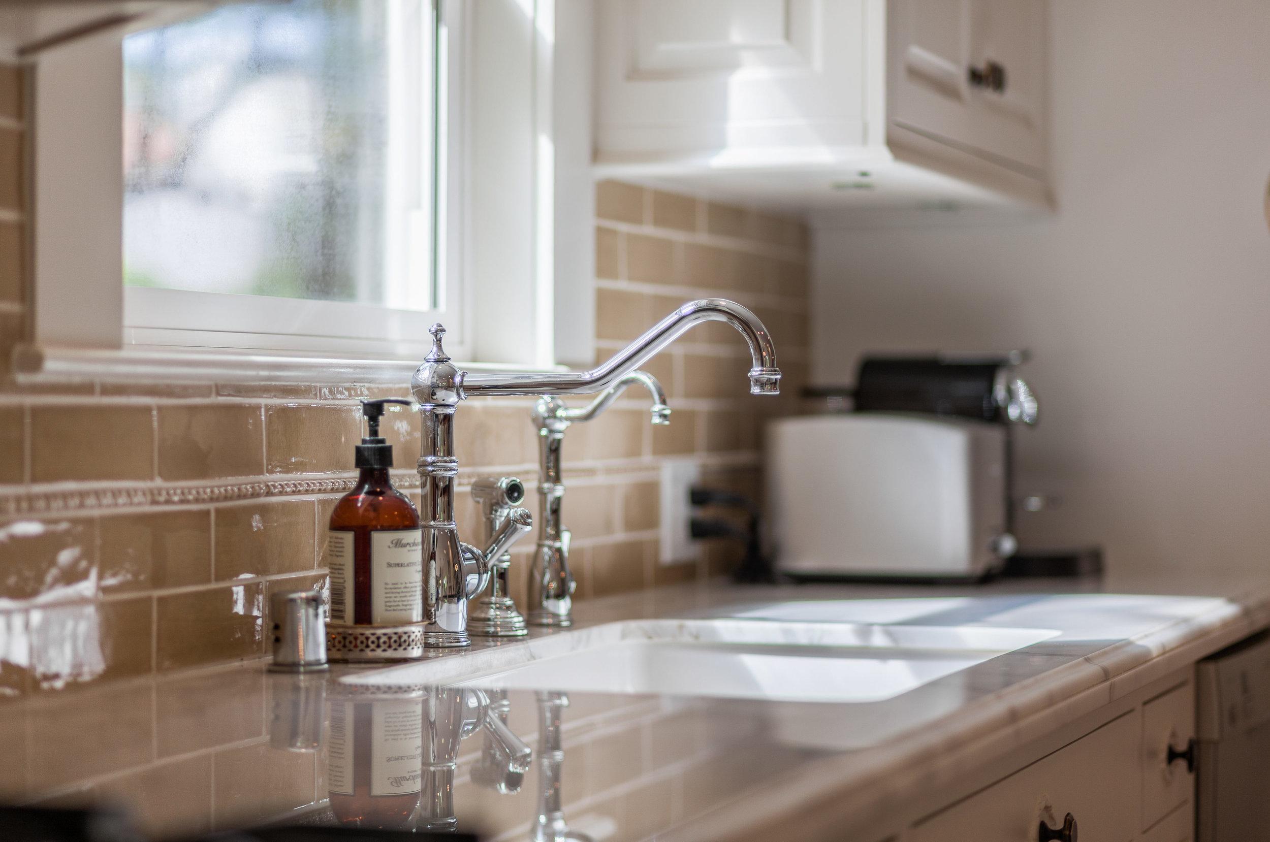 3163 La Suvida Dr Los Angeles-print-013-Kitchen-4200x2786-300dpi.jpg