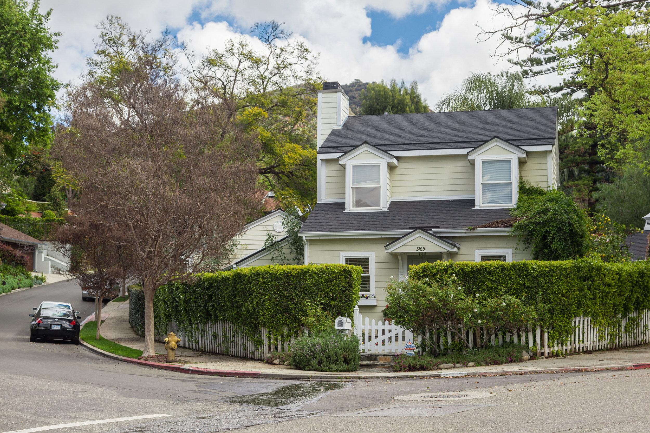 3163 La Suvida Dr Los Angeles-print-002-ExteriorFront-4200x2800-300dpi.jpg