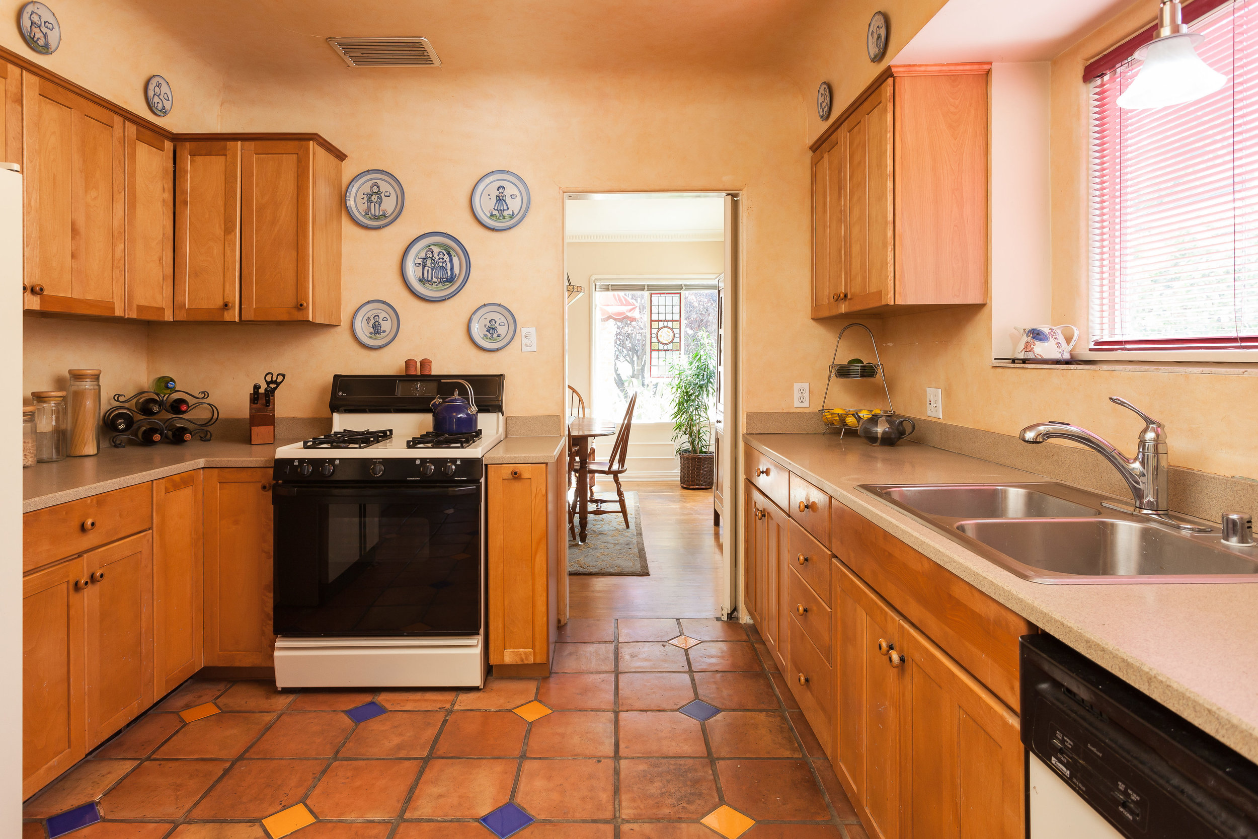 4107 Goodland Ave Studio City-print-009-22-Kitchen-4200x2801-300dpi.jpg