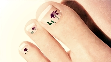 french-toenail-art-purple-flowers.jpg
