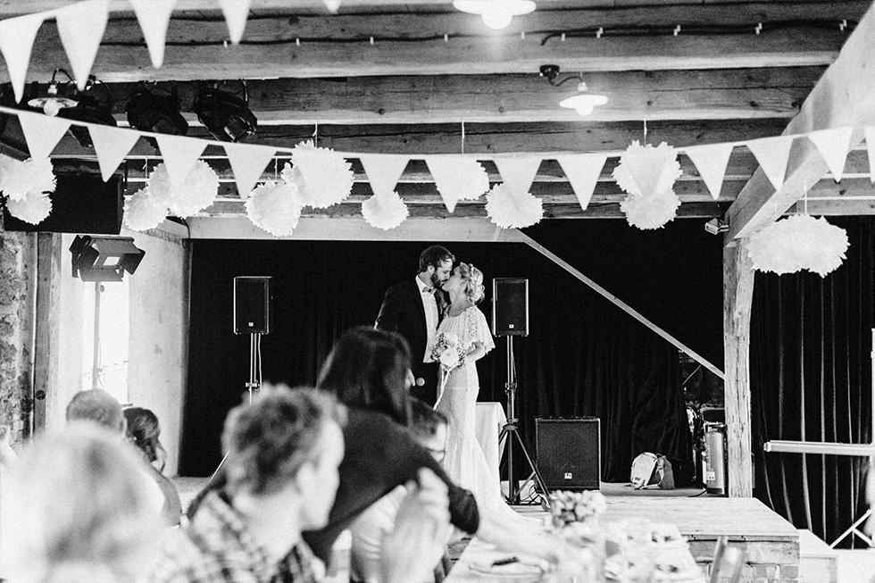 Traumanufaktur_Schafferhof_Windischeschenbach_Bayrische_Hochzeit_Hochzeitsfotograf_151.jpg