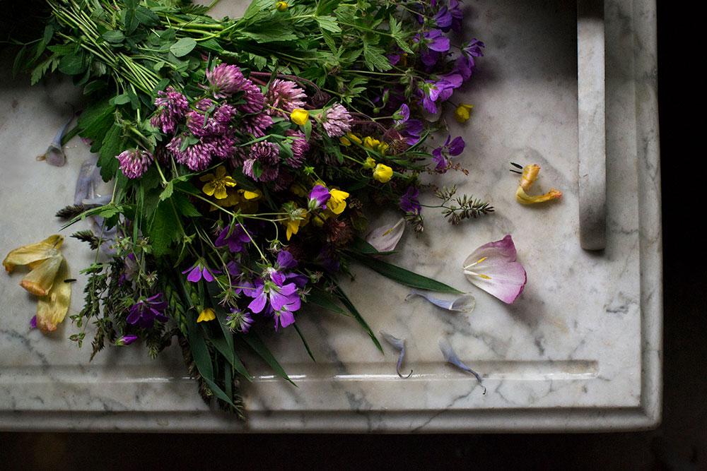plathuset_gotland_diy_blomster_konfetti_brollop1.jpg
