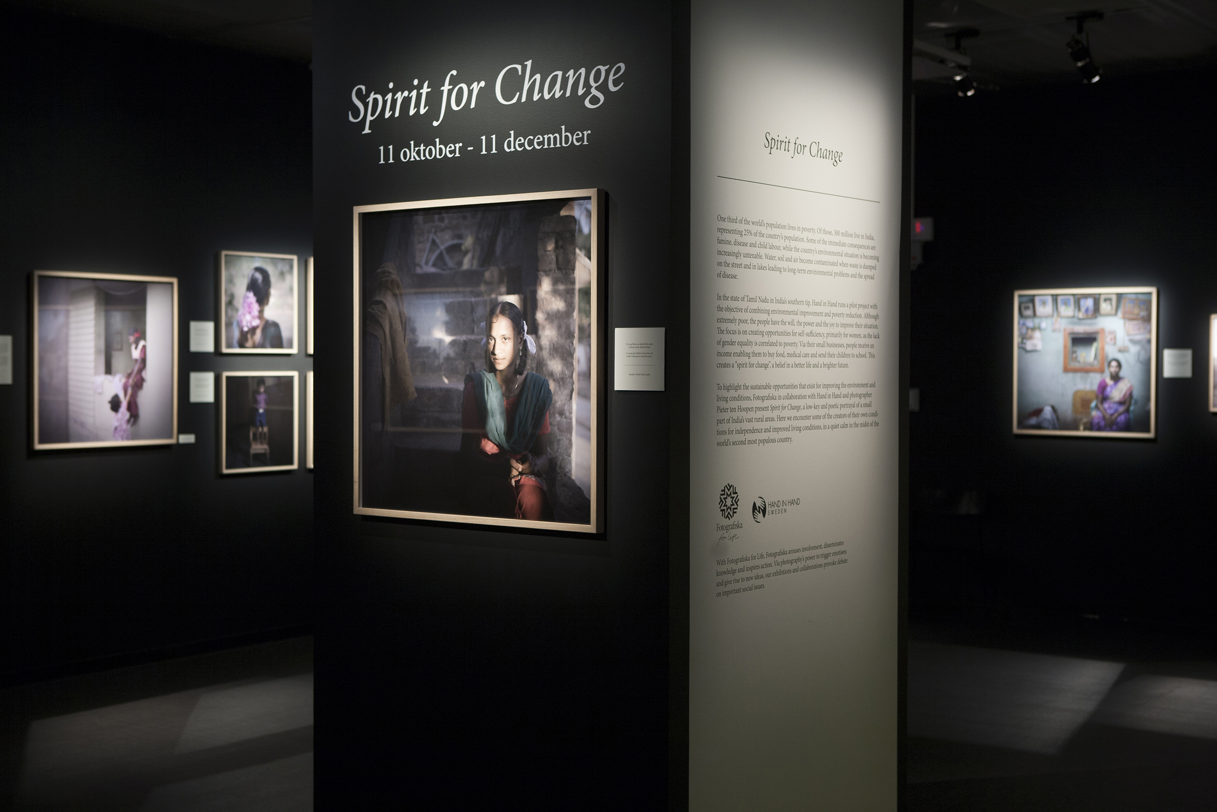 Spirit for Change / Hand in Hand, Fotografiska   When people in India create jobs for themselves by transforming waste products into new raw materials many life- and hope-giving processes are triggered. It creates a Spirit for Change, a belief in a different life and a brighter future. This is the topic of the Fotografiska for Life exhibition, Spirit for Change, showcasing photographer Pieter ten Hoopen's film and images of Indian entrepreneurs in the area of sustainable environmental work.