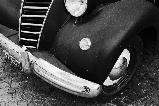 Greve In Chianti, Italy 2019  @fujifilmx_us @fujifilm_northamerica @fujifeed @fondationhcb @_fujilove_  @vespa_official #streetlife #italy #florenceitaly #italystreet #streetphotography #streetphotographer #thedecisivemoment #ilovehcb #blackandwhitephotography #monochromatic #fujifilm #fujifeed #fujifilm_street #fujifilm23mm #fujifilmxpro2 #fujifilm_street #streethunter #ig_streerpeople #generationstreet #bnwmood #bnw_planet_2019 #contrastphotography #myfujilove #fujilove #florence #oldcar #ratrods #classiccars