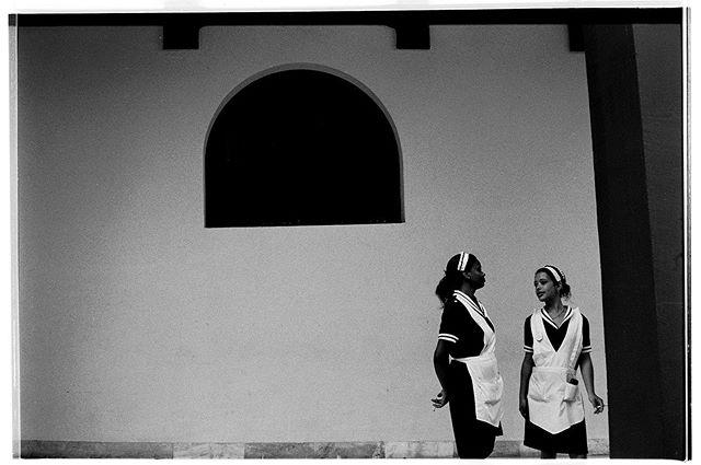 Leica M2 - Kodak Tri X 400 Film @leicacamerausa @fondationhcb  #cuba #leicam2 #35mm #istillshootfilm  #trix400#habanacuba #cubastreet #streetlife #street_perfection #duck #myfeatureshoot #streetphotographycommunity #hatlovers #tabaco #cigarrette #streetphotographer #thedecisivemoment #ilovehcb #blackandwhitephotography #monochromatic  #streethunter #ig_streerpeople #generationstreet #bnwmood #bnw_planet_2019 #contrastphotography #aspfeatures #streetizm #lahabana