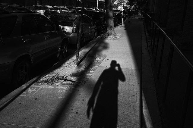 @fondationhcb  @fujifilmx_us @fujifeed @streetphotographyinternational #fujifilm #bighands #fujilove #fujifeed #fujixpro2 #fuji23mmf14 #fujifilm23mm #streetlife #streetstyle #streetphotography #streetphotographer #bnwmood #bnw_captures #newyork #newyorkcity #iloveny #badgirlsclub #monocrome #monochromatic