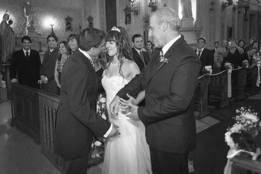 Laura+pablo-fotografo-de-casamientos-bodas-en-buenos aires-capital-argentina-imagenes-uriel-luongo-urielluongo.com-fotoperiodismo-basilica-san antonio de padua-mora prado-eventos (13 de 44)