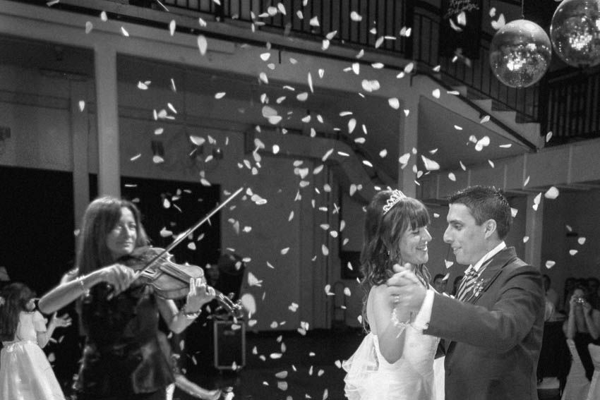 Laura+pablo-fotografo-de-casamientos-bodas-en-buenos aires-capital-argentina-imagenes-uriel-luongo-urielluongo.com-fotoperiodismo-basilica-san antonio de padua-mora prado-eventos (22 de 44)