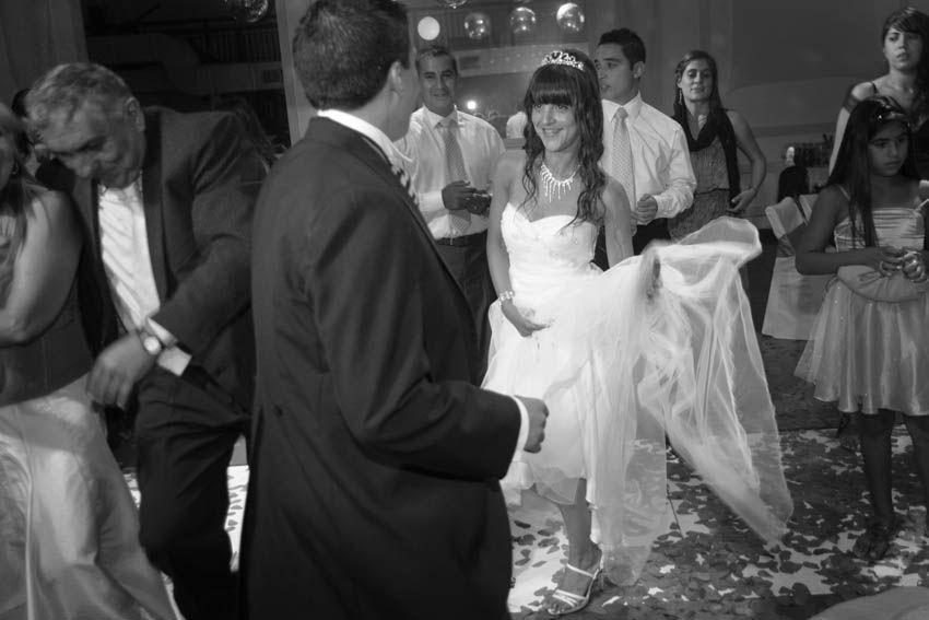 Laura+pablo-fotografo-de-casamientos-bodas-en-buenos aires-capital-argentina-imagenes-uriel-luongo-urielluongo.com-fotoperiodismo-basilica-san antonio de padua-mora prado-eventos (27 de 44)