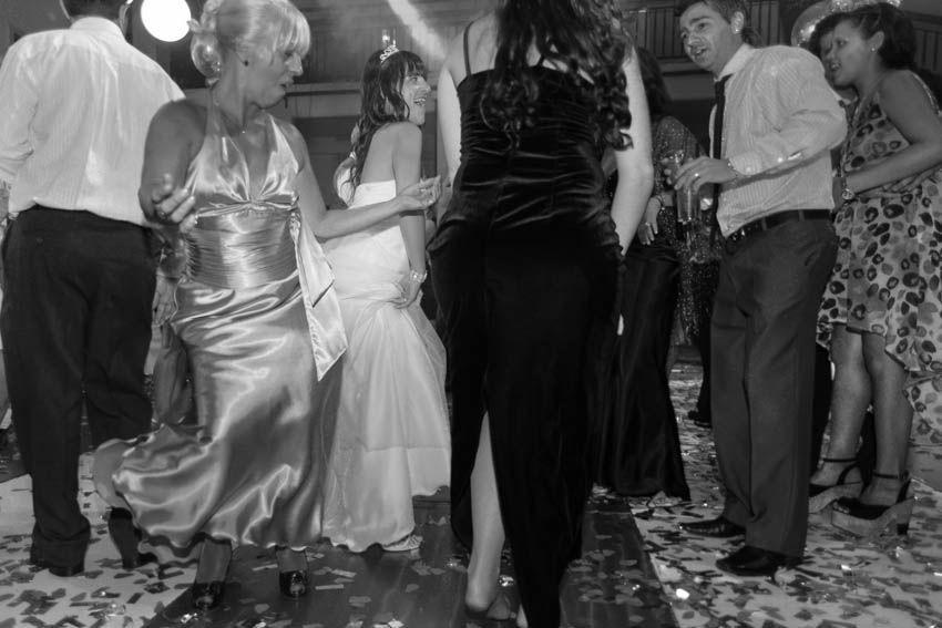 Laura+pablo-fotografo-de-casamientos-bodas-en-buenos aires-capital-argentina-imagenes-uriel-luongo-urielluongo.com-fotoperiodismo-basilica-san antonio de padua-mora prado-eventos (33 de 44)