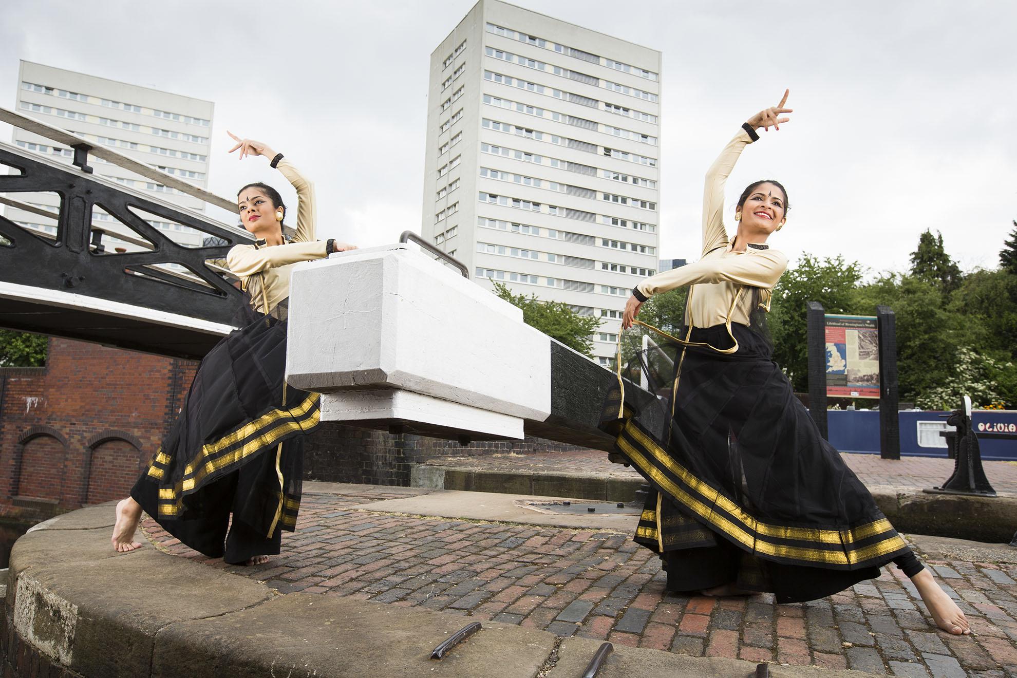 Sampad, Indian dancers