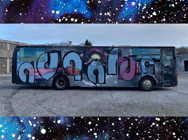 Om bare 2 uker drar vi på tur med Avgardes helt egen russebuss! 🚍 @sindresortland og Arne Sandvoll skal stå for underholdningen, og det blir gjenhør med Avgardes histore!  Bli med den 28. august! #russebuss