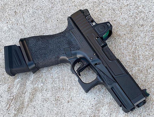 Custom 19! Elite Blackout Cerakote, stipple, slide cut. #hfjoutdoors #redspeartactical #cerakote #eliteblackout #rmr #customglock #blackgunsmatter #stippledglock #cmctriggers #glocknation #agencyarms #gunsofinstagram