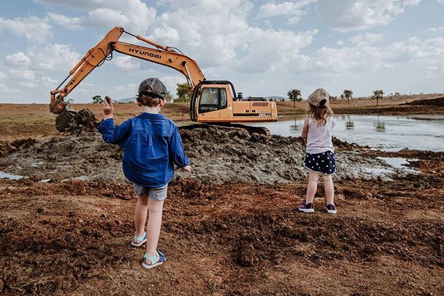 Little brother cleaning out a dam, while the muppets throw rocks into the silt #wildsunday . . . . . . . . . . . . . . . . #rmwilliamsoutbackmagazine #akubraofficial #country #rural #kuntrygram #outbackaustralia #thankafarmerforyournextmeal #wattlewomen #graziher #countrykids  #ruralroom #farminglife #rurallife #countryliving #rsa_rural #rural_love #aussieag #EldersLimited #AgInFocus #strivetobeanartist #ozshotmag #exploreaustralia #visitsunshinecoast #travelQLD #thinkoutside #ABCmyphoto #AUSTRALIA_OZ
