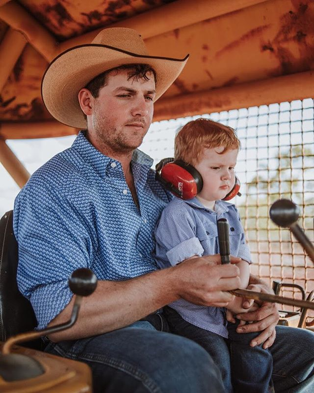 This is Will and Tait on the dozer, shot for @graziher. Ya know, hard at work. How good is Tait's concentration face? . . . . . . . . . . @justcountryaustralia  #country #rural #kuntrygram #outbackaustralia #thankafarmerforyournextmeal #wattlewomen #graziher #countrykids  #ruralroom #farminglife #rurallife #countryliving #rsa_rural #rural_love #aussieag #EldersLimited #AgInFocus #strivetobeanartist #ozshotmag #exploreaustralia #visitsunshinecoast #travelQLD #thinkoutside #ABCmyphoto #AUSTRALIA_OZ