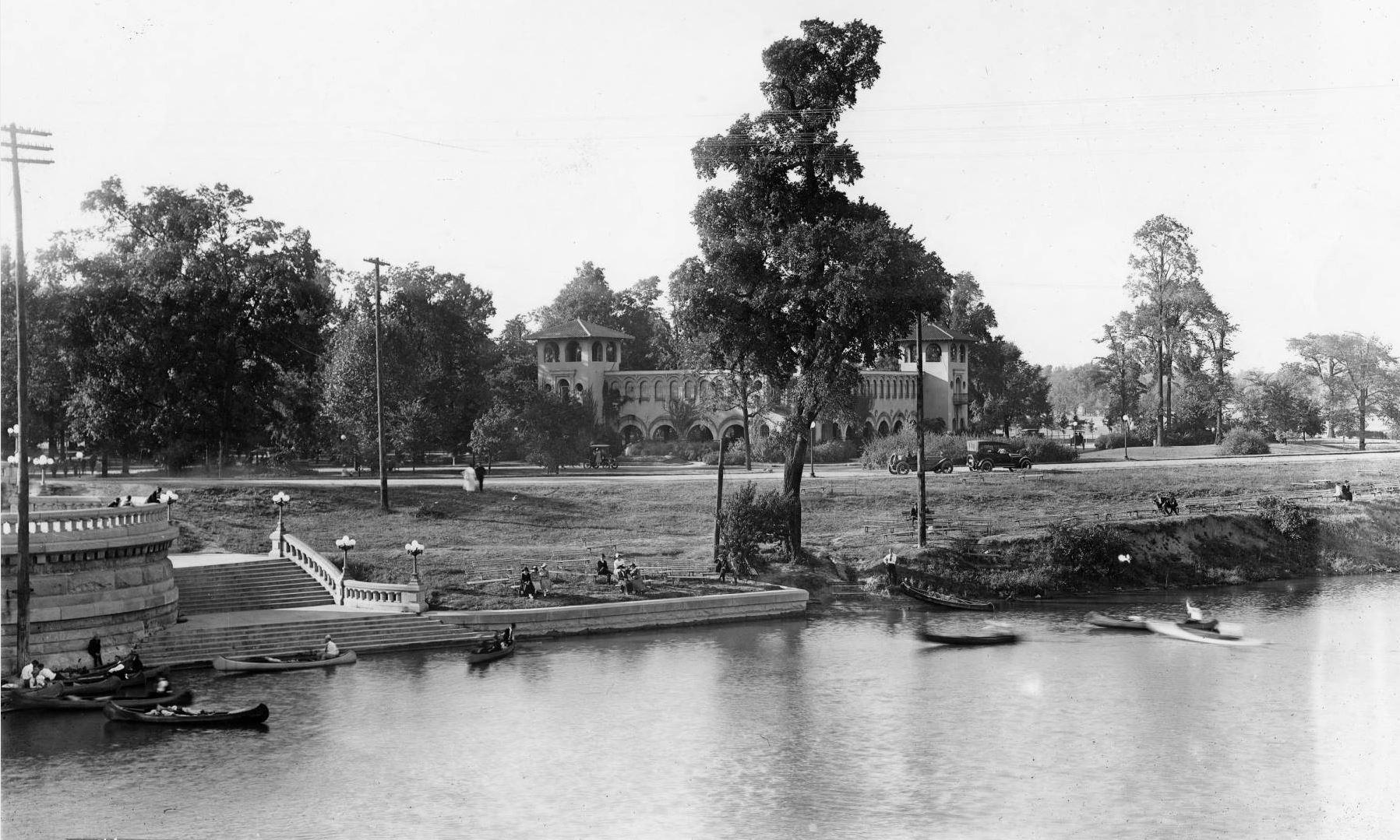 1916_Canoes.JPG