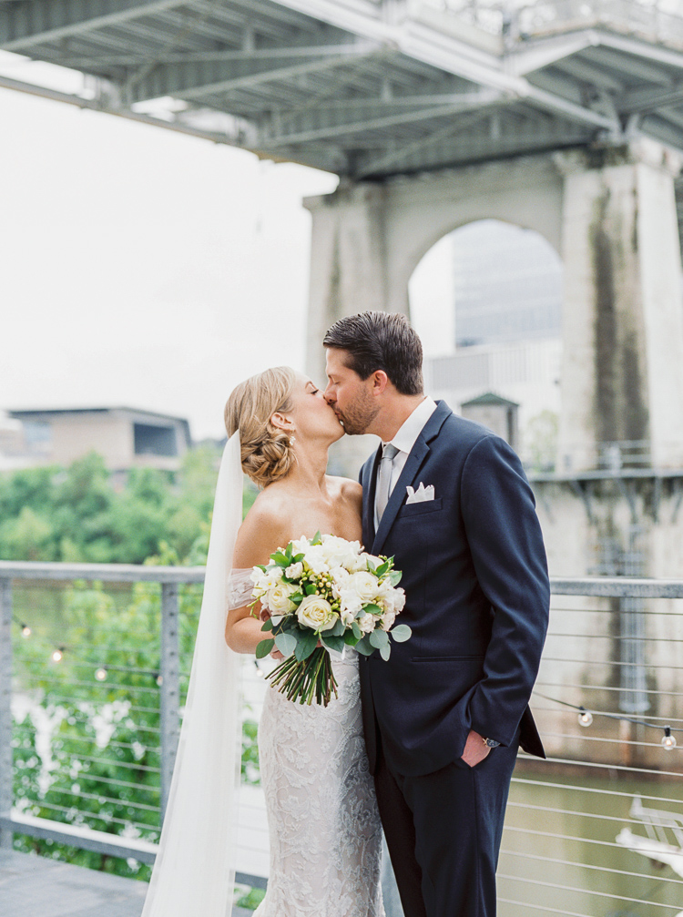The+Bridge+Building+Nashville+Wedding+Photographer+_+Lauren+Galloway+Photogrpahy-16.jpg