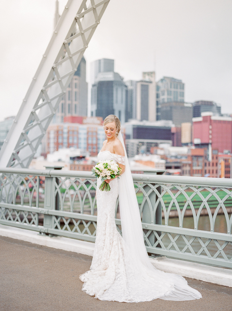 The+Bridge+Building+Nashville+Wedding+Photographer+_+Lauren+Galloway+Photogrpahy-24 copy.jpg