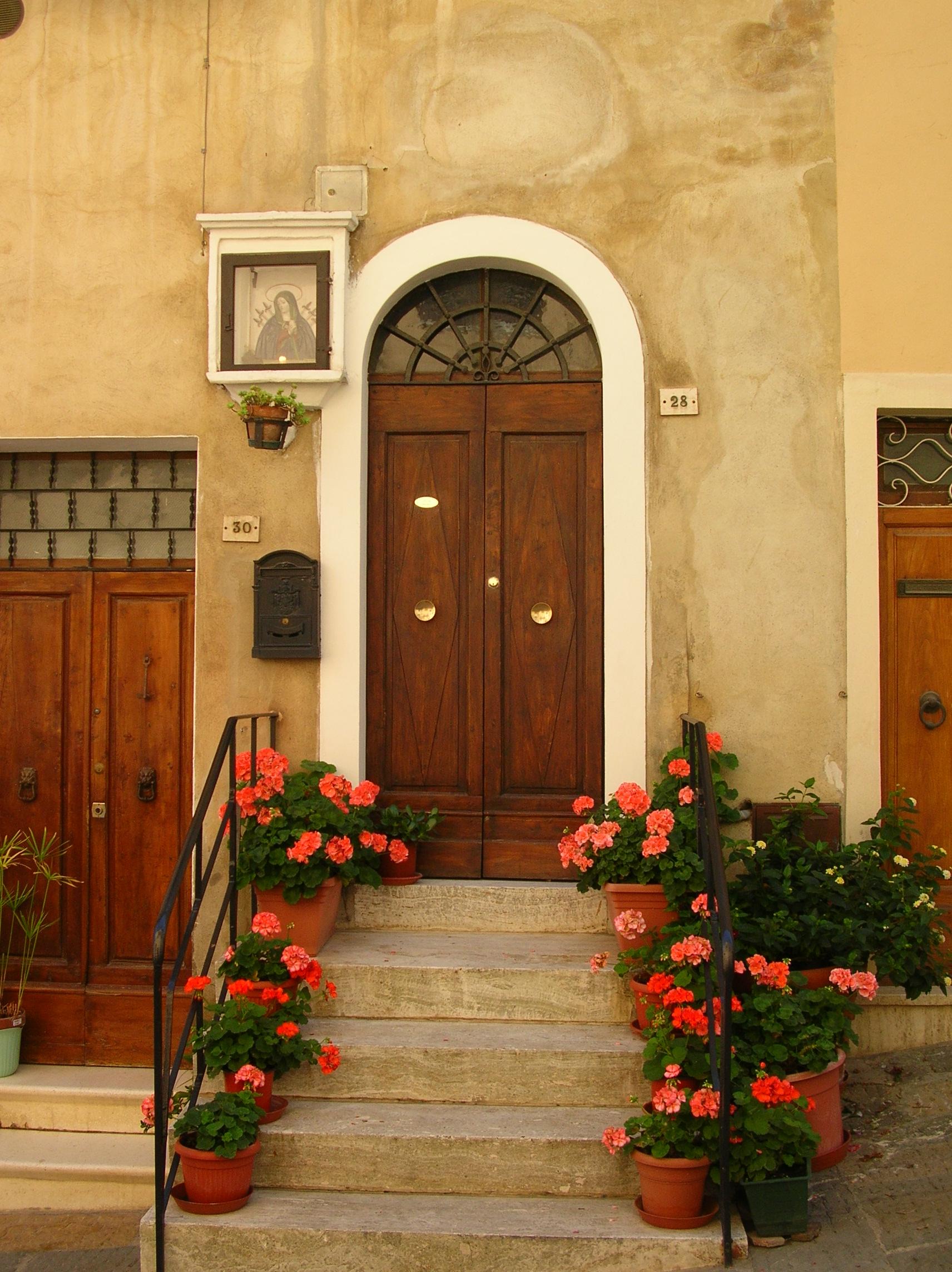 9-30-06-doorway-in-Montepulciano.jpg