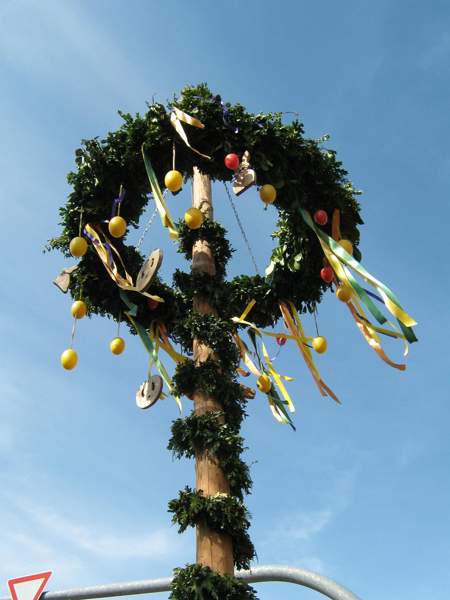 easter-tree-381904_1920.jpg