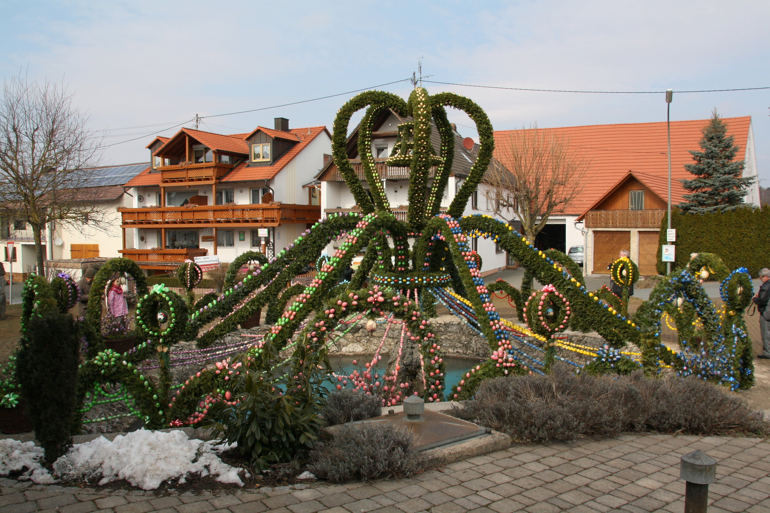 Osterbrunnen Bieberbach By Edbruynzeels (Own work) [CC BY-SA 4.0 (https://creativecommons.org/licenses/by-sa/4.0)], via Wikimedia Commons