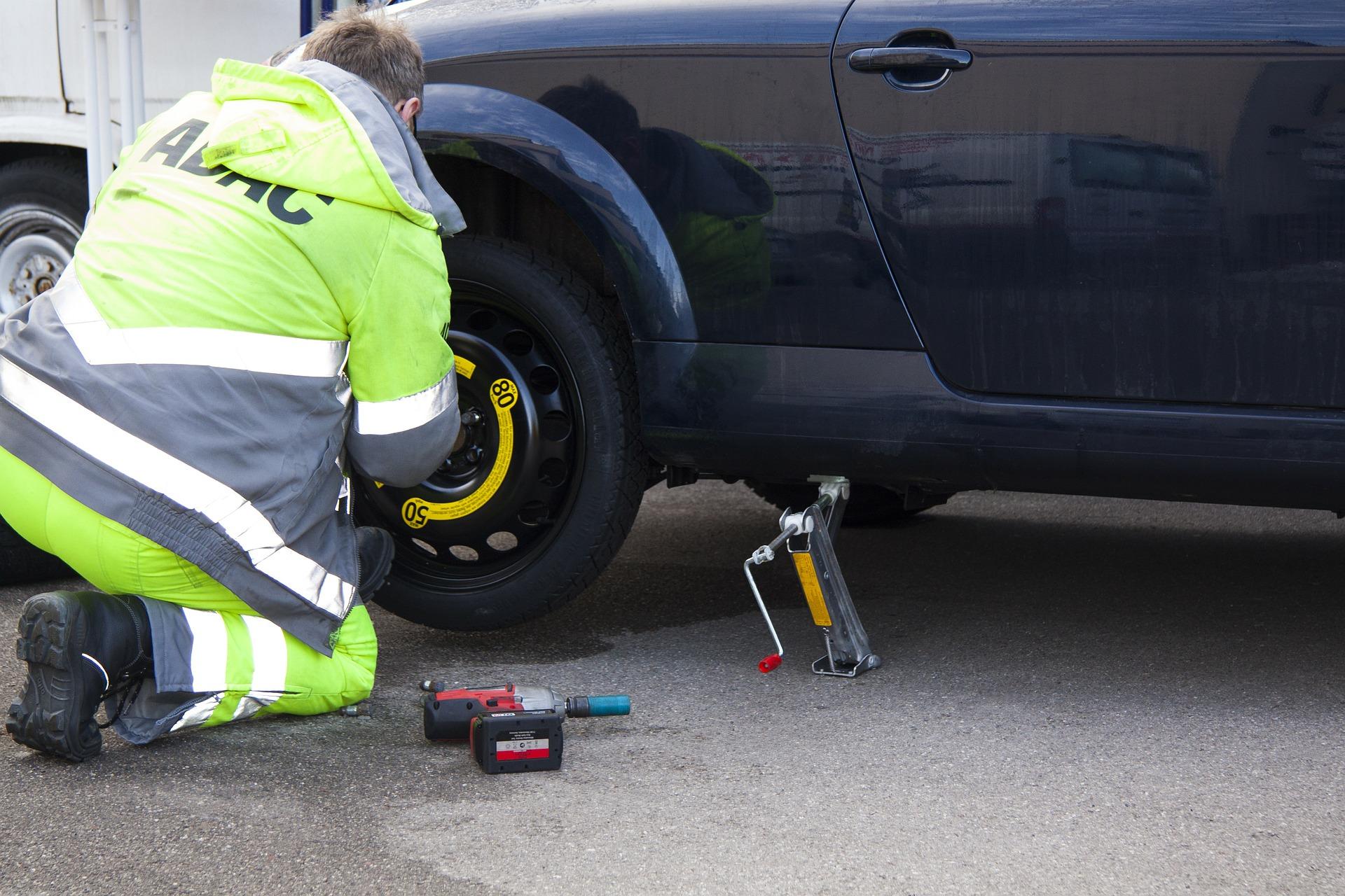 flat-tire-76563_1920.jpg
