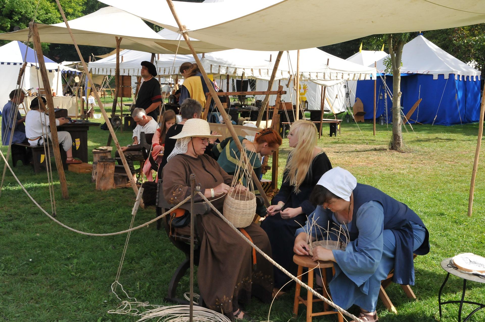 medieval-market-697018_1920.jpg