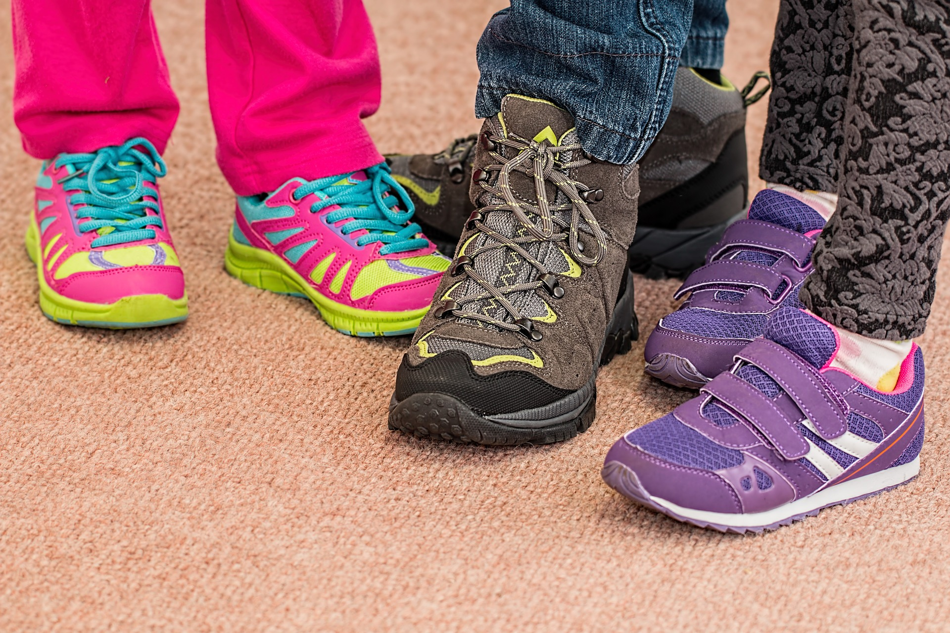childrens-shoes-700069_1920.jpg