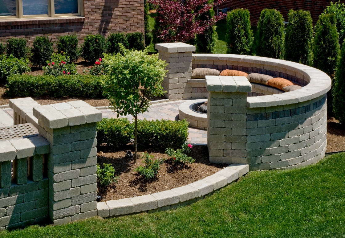 4 Great Features for Front Yard Landscaping in Pottsville, PA