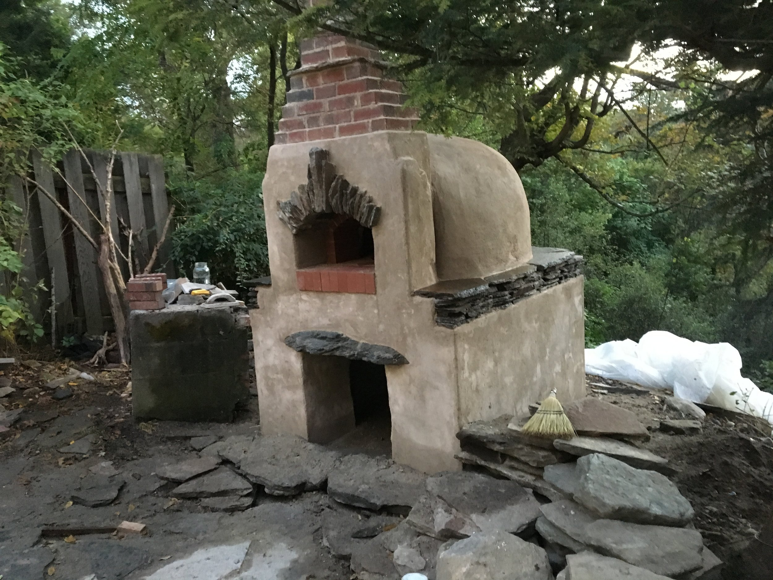 This oven went with cheap, simple plaster that showed off the beautiful stone.