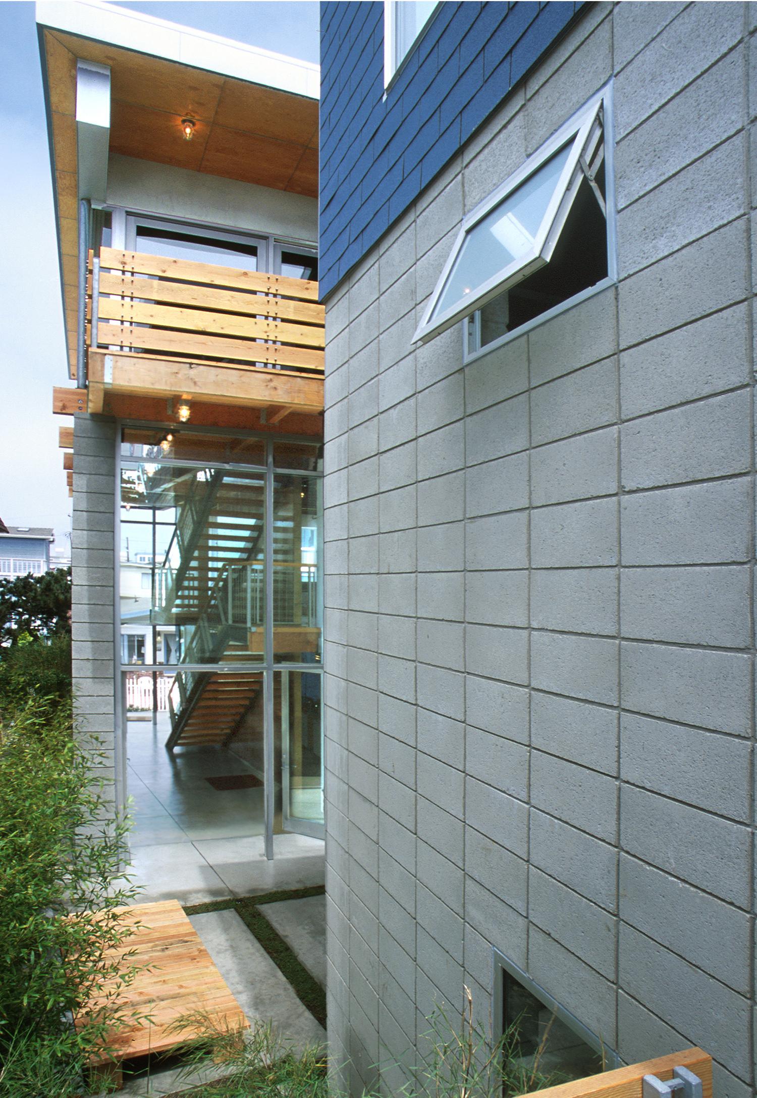 21stSt_Courtyard.jpg