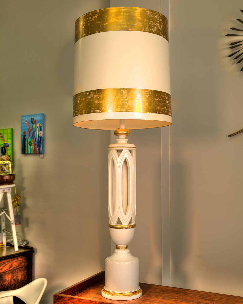 Searching for that one-of-a-kind vintage lamp? Look no further! Retro Knox offers floor to table, singles and sets, and all types of unique styles.