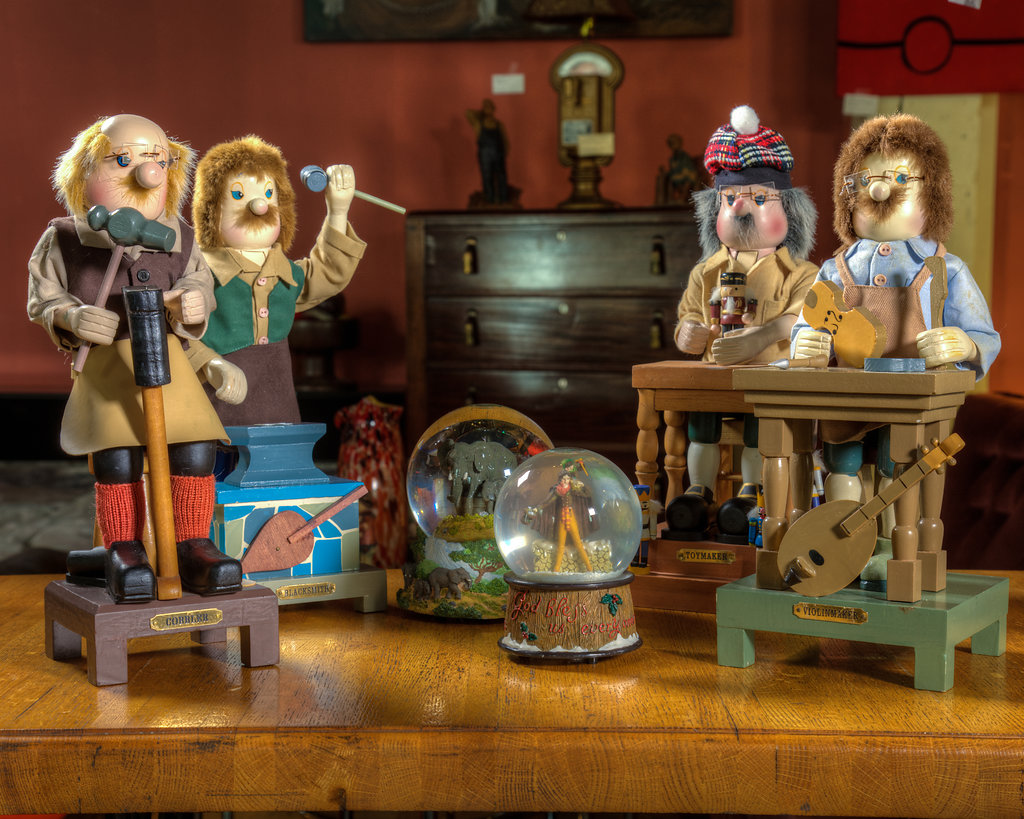 Snow Globes and Figurines light up anyone's world during the holidays. They bring joy to anyone who's nostalgic about celebrating with family and friends as the most wonderful time of the year tugs at heartstrings.