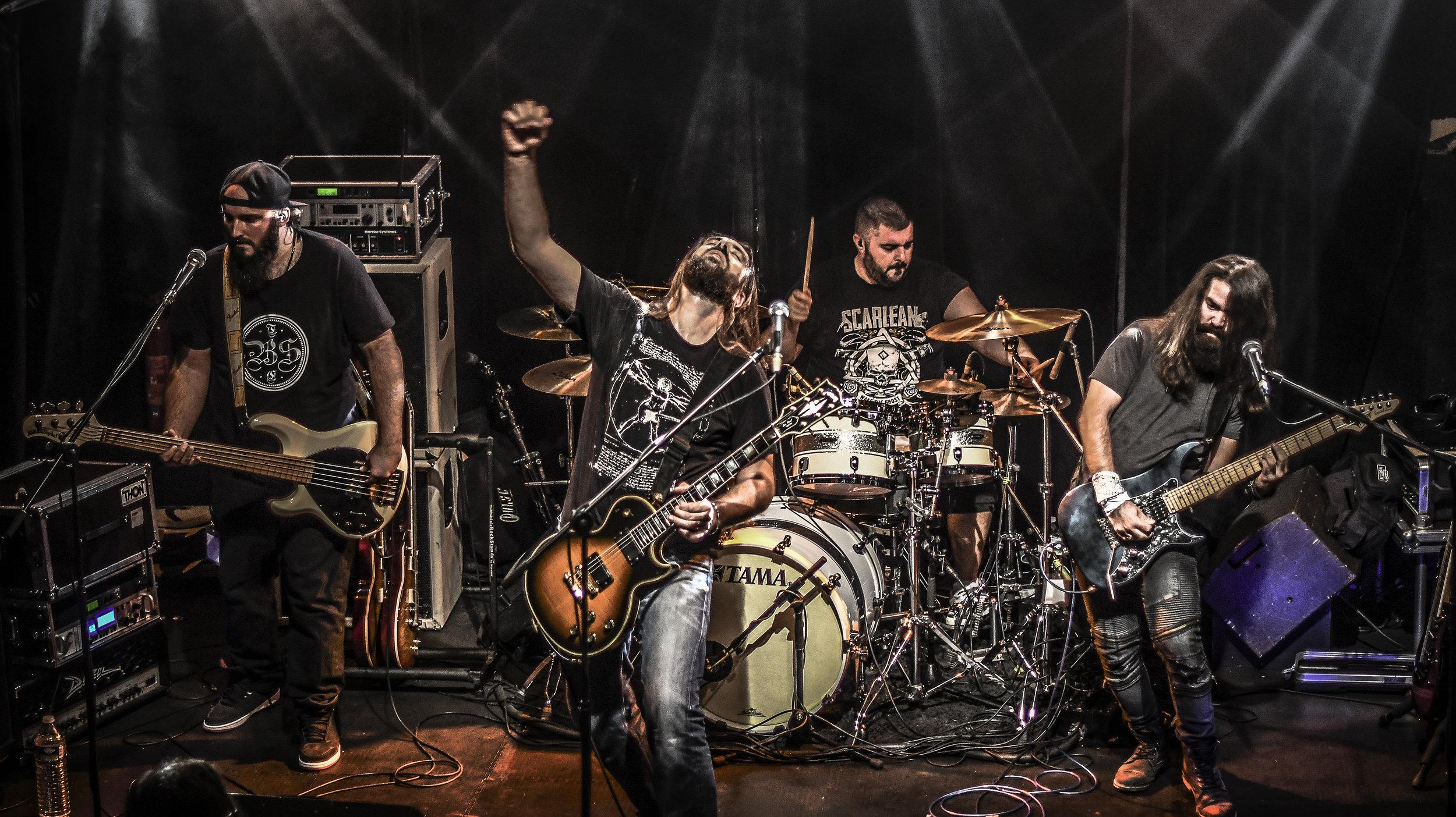 The Black Stone - Regarde plutôt que de lireFACEBOOKVIDEOC'est en 2014 que the BlackStone co voit le jour, imaginé par Marc Bohren (voix/guitare) et Eric Papagna (batterie), rejoints par Romin Manogil (guitare) et Quentin Baïsset (basse) qui forment à eux 4 le line-up actuel. Avec des influences telles que Alter Bridge, Stone Sour et Black Label Society, the BlackStone co prend résolument une direction Rock/Métal et a sorti son premier album nommé «Betrayed» le 25 janvier 2019, composé de 10 titres efficaces, puissants, aux riffs lourds et mélodiques, mixé et masterisé par Evan Simon (Hell Rules Heaven), sous la bannière de M&O Music/Season of Mist et sera défendu corps et âme... Habitués de la scène, le groupe a déjà partagé l'affiche avec Disconnected, Scarlean, Bukowsky, No One is Innocent, Bagdad Rodeo, Heart Attack, Gut Scrappers, Vicious Grace