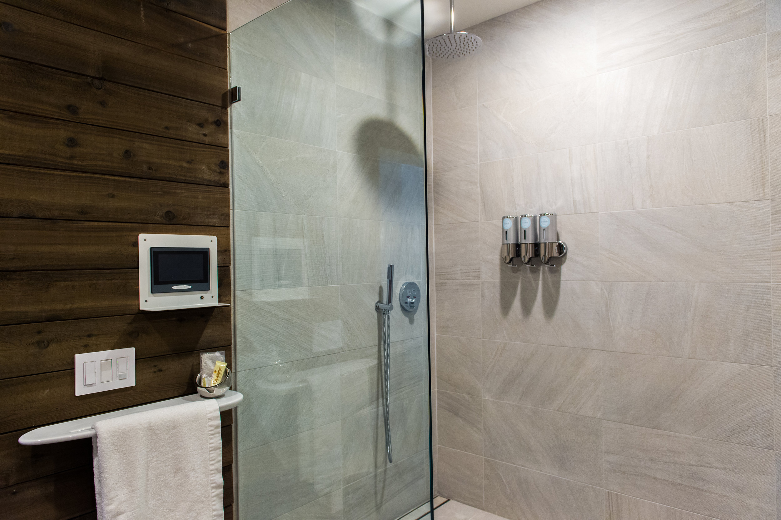 Room 4 shower.jpg