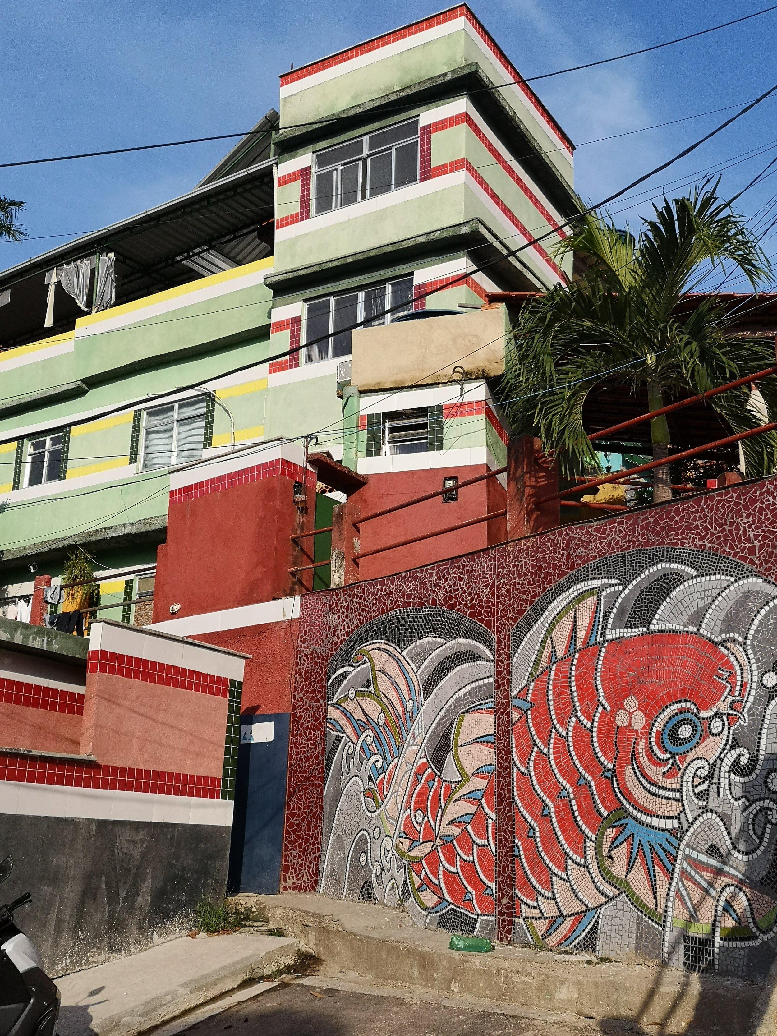 Walking towards the art project in Vila Cruzeiro, we immediately spot some amazing restauration work.
