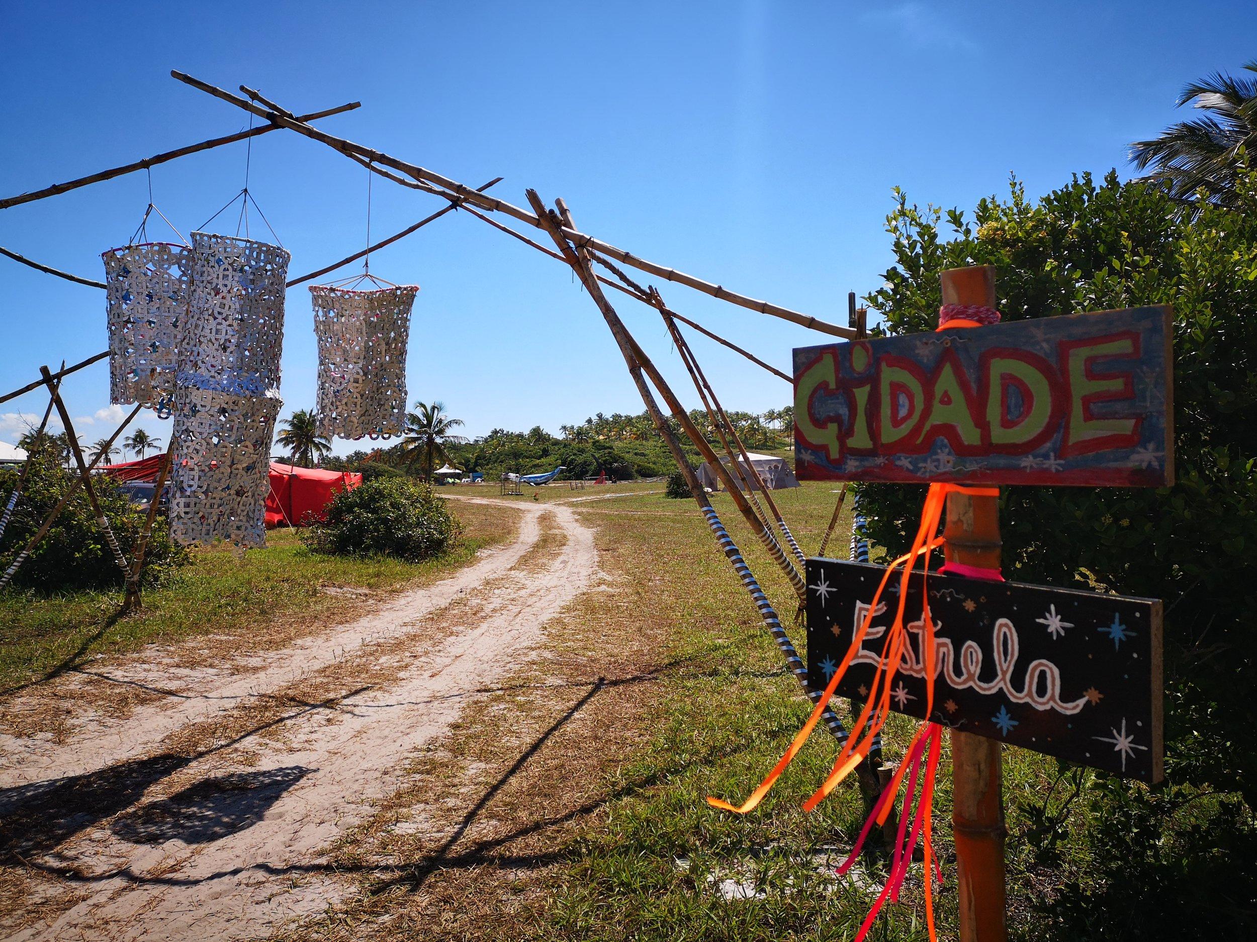 The entrance of the Tropical Burn Festival. 'Cidade Estrela' means 'Star City'