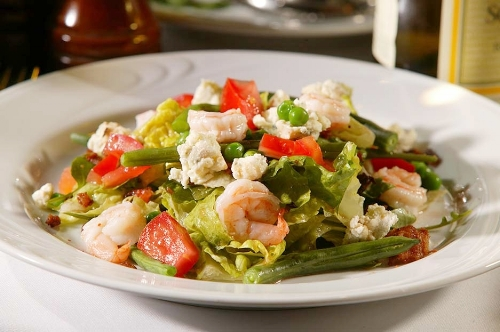 Smitty's Salad with White Shrimp, Greens, Smoked Bacon, English Peas, Green Beans, Bleu Cheese Crumbles, Corn Bread Croutons