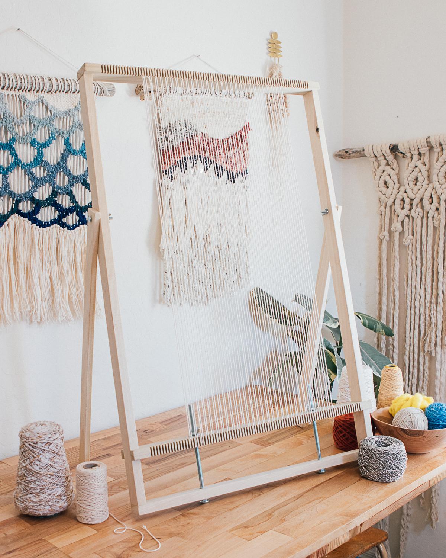 large adjustable weaving loom