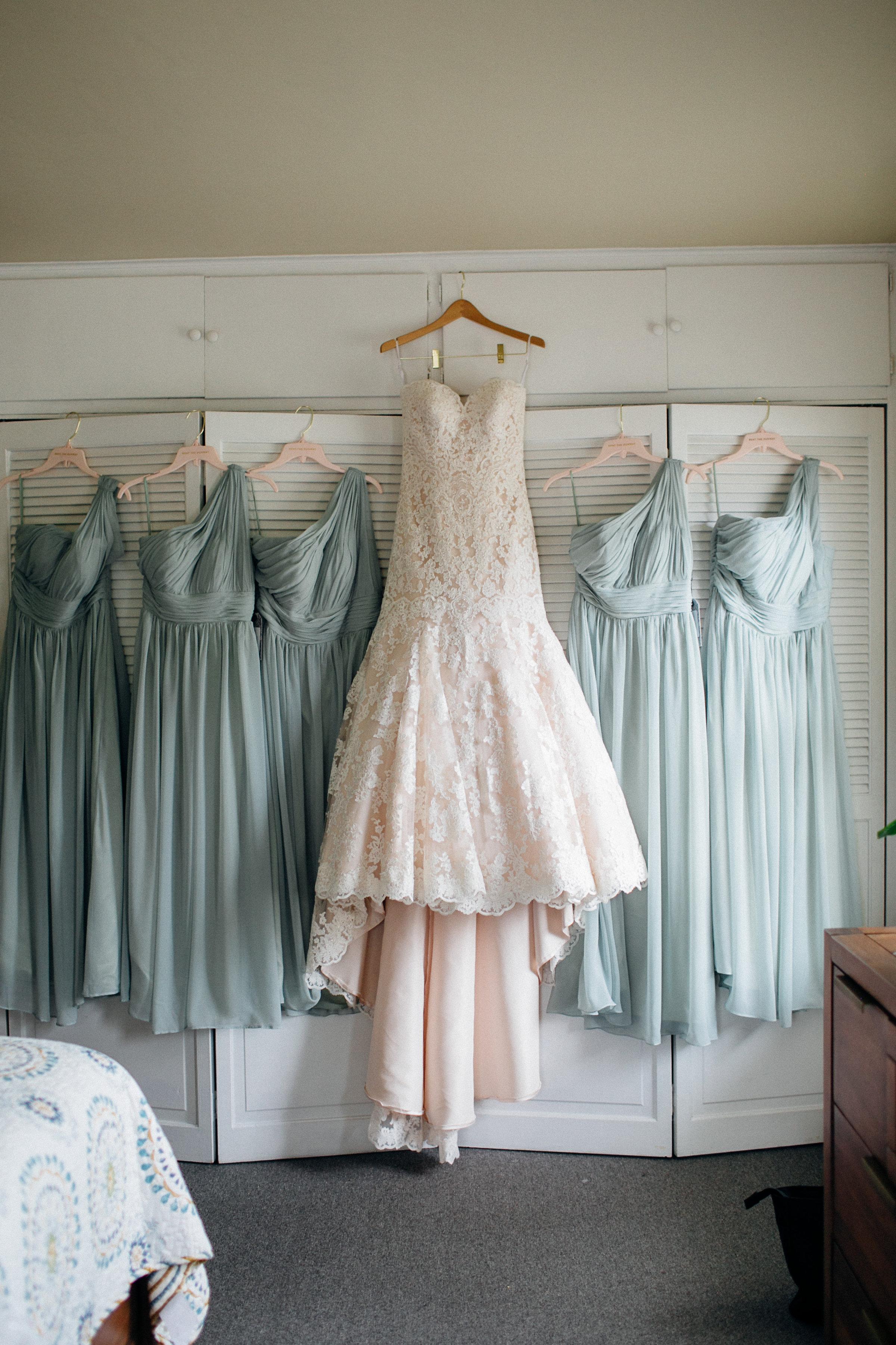 52e68-elegant-country-charm-ranch-wedding-bride-and-bridesmaids-dresseselegant-country-charm-ranch-wedding-bride-and-bridesmaids-dresses.jpg
