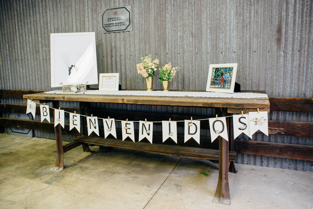 74ab2-elegant-country-charm-ranch-wedding-sign-in-table.jpg