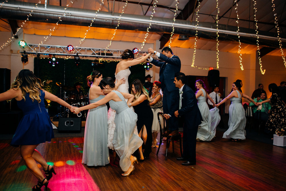 b89d6-elegant-country-charm-ranch-wedding-having-fun-on-the-dance-floor.jpg