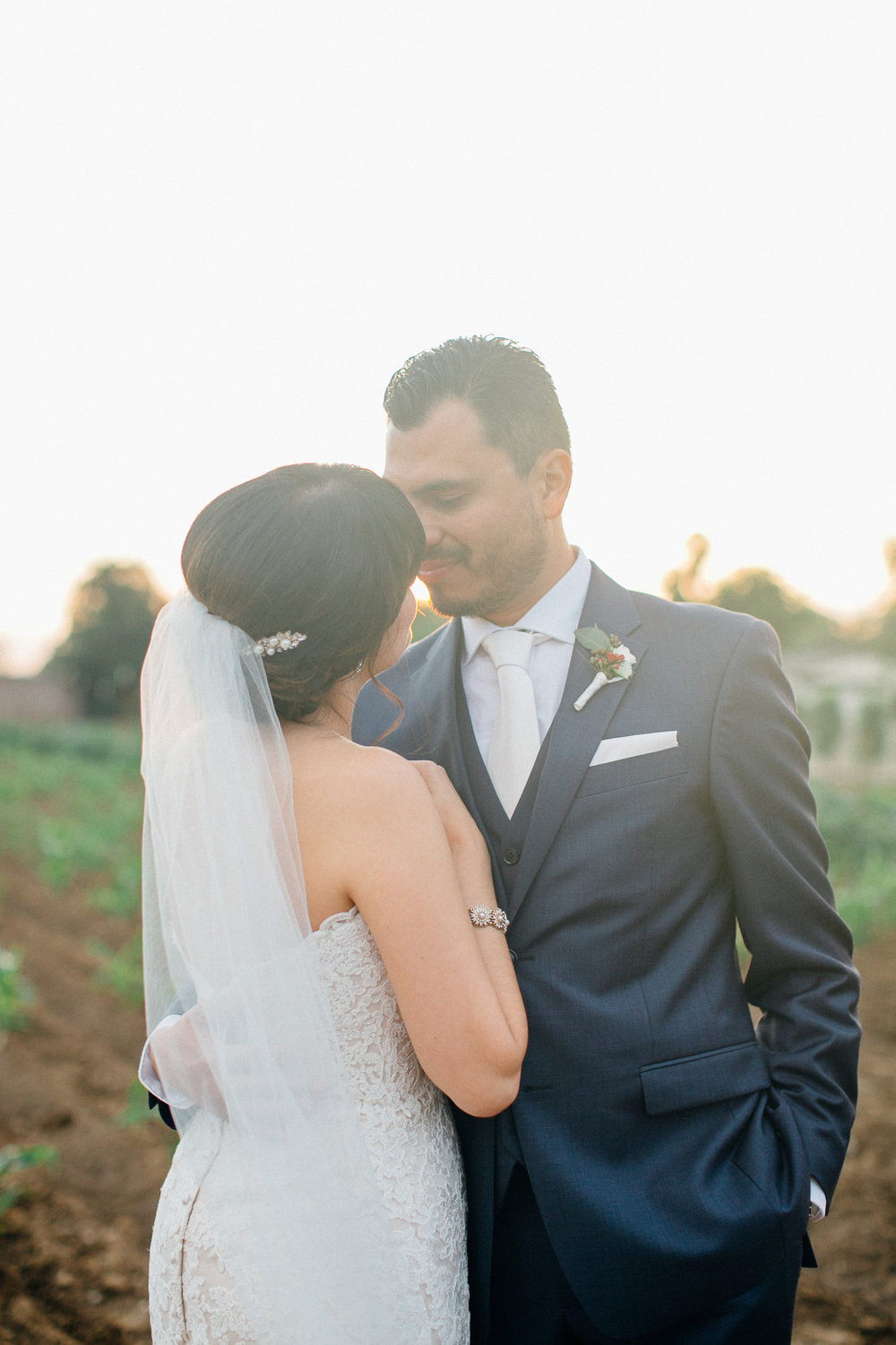 de2bf-elegant-country-charm-ranch-wedding-bride-and-groom-share-a-moment-before-the-reception.jpg