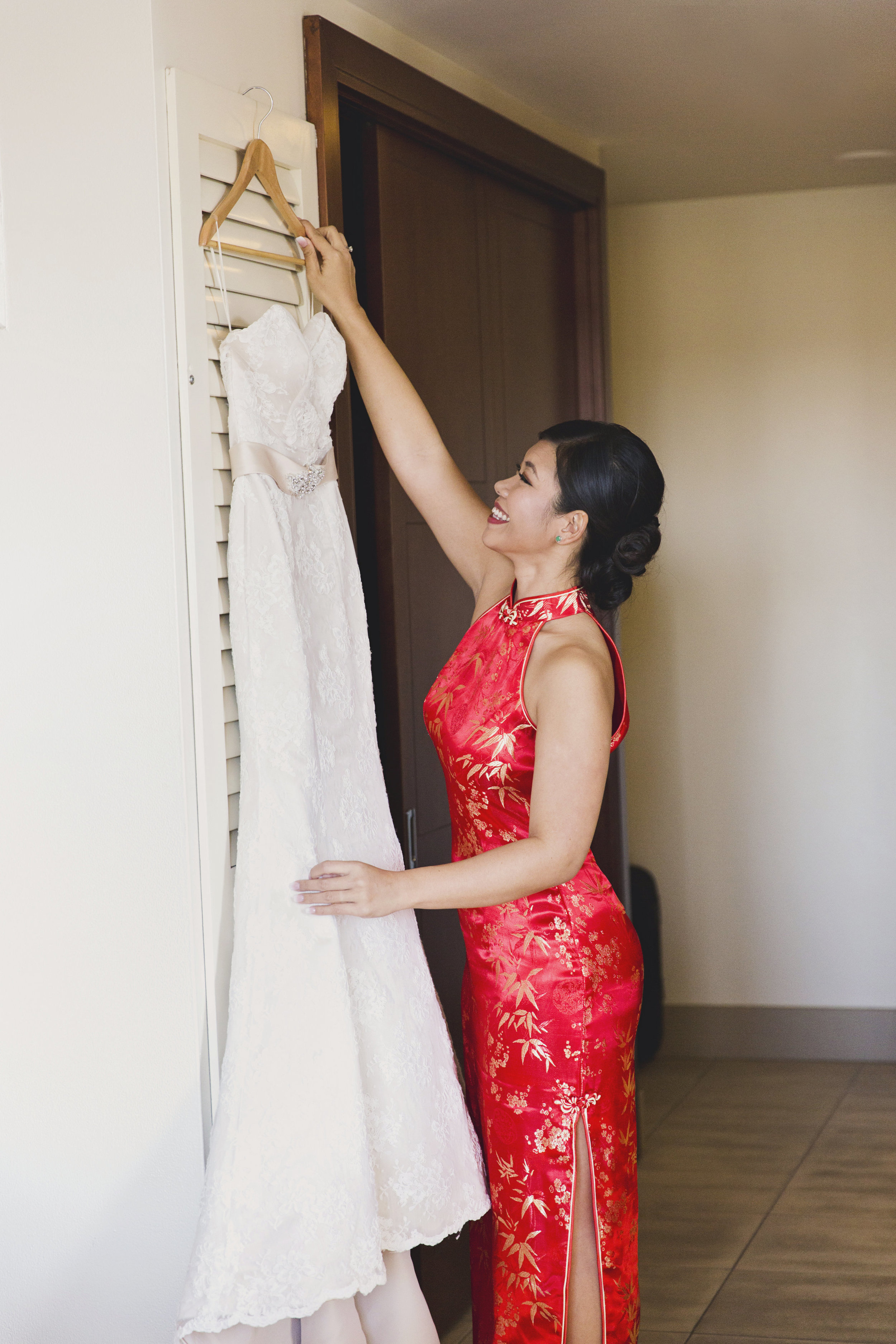 Beautiful Traditional Modern Chinese Wedding the bride with her traditioanl american white dress.jpg