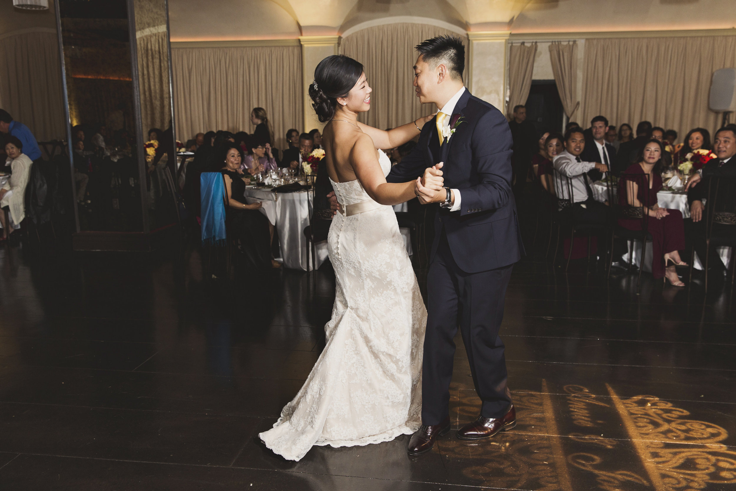 Beautiful Traditional Modern Chinese Wedding first dance.jpg