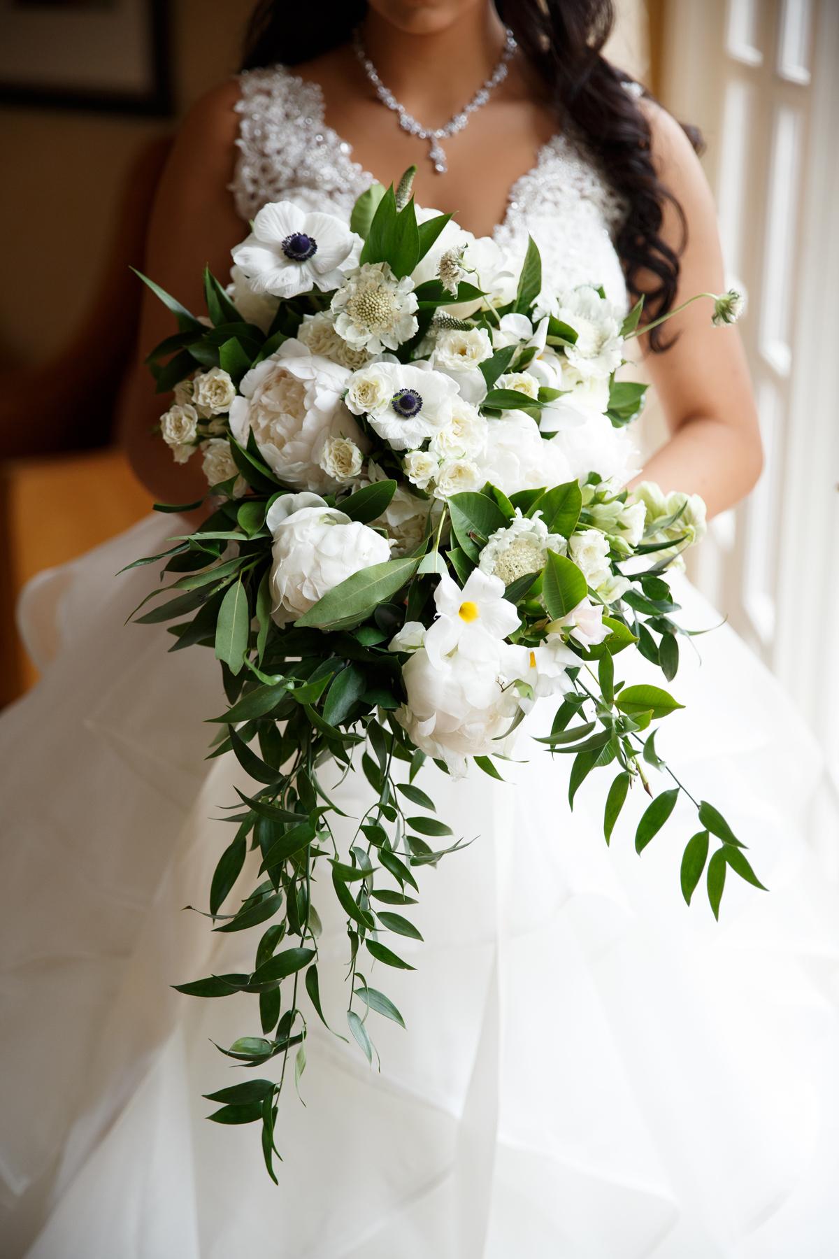 Elegant Pasadena Wedding to Make You Swoon gorgeous bridal bouquet.jpg