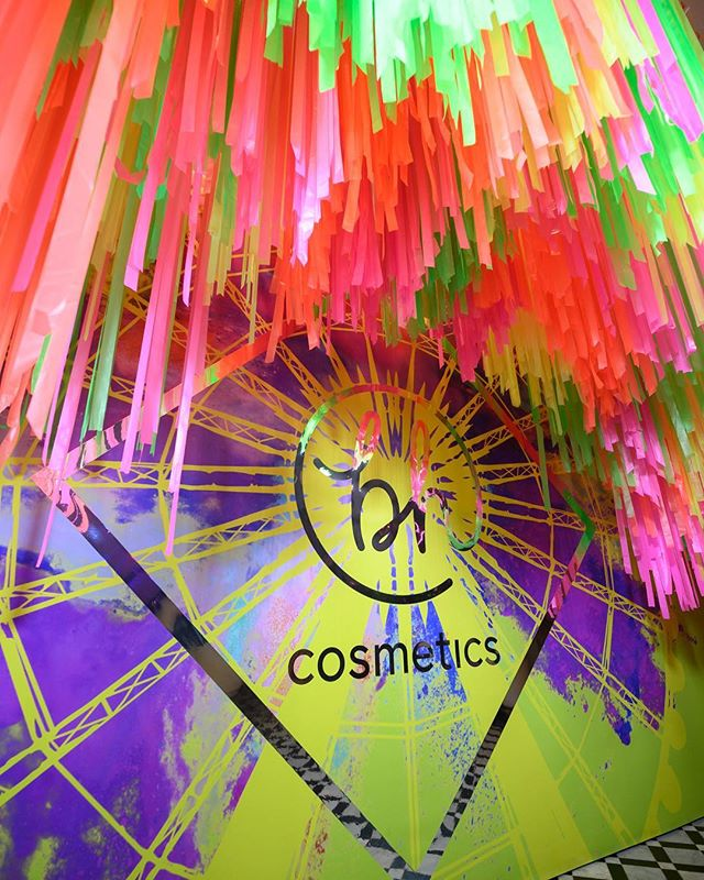 Alllll the colours for @bhcosmetics at the #bhcolourfestival last night! Don't you love this photo opp that greeted all the beauty-ful guests?  #thewotp #mua #bhcosmetics #neon #partywithus #coachella #festivalready