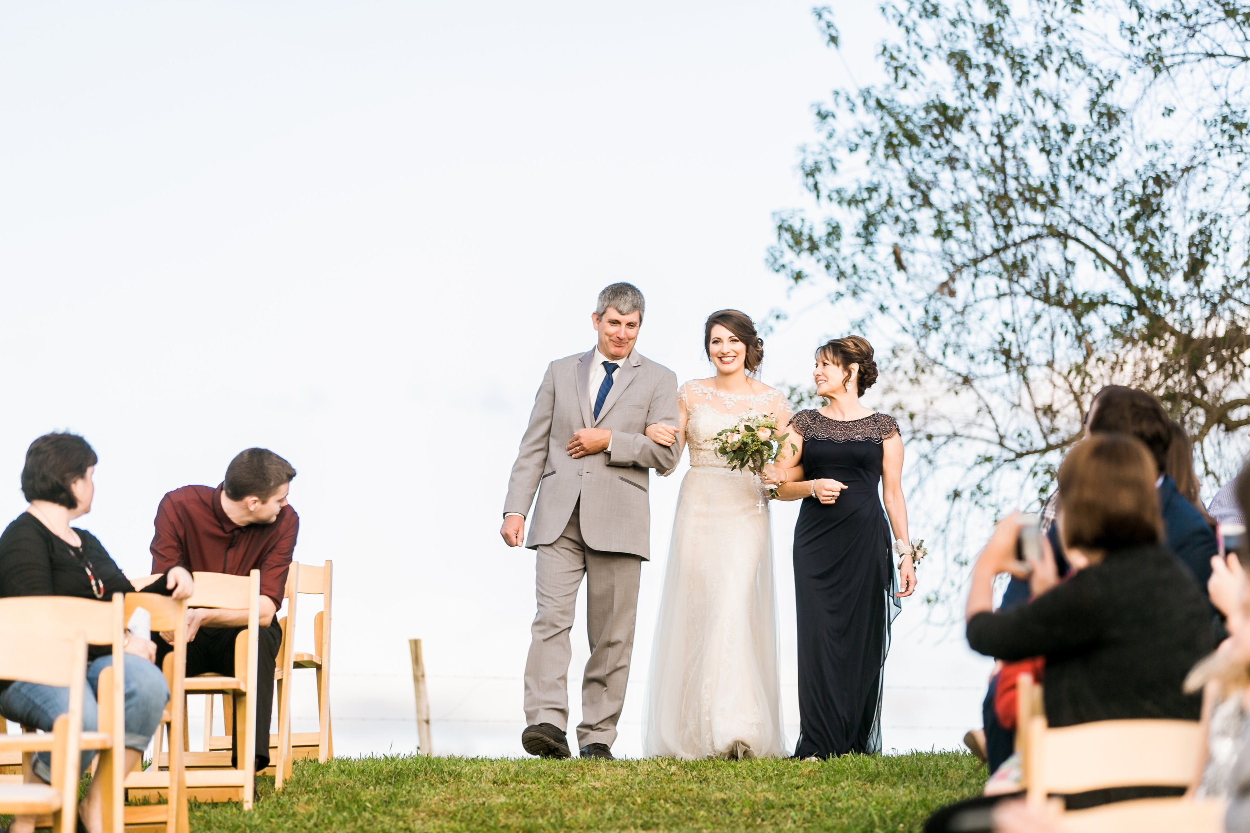 MissouriRusticWedding_StLouisWeddingPhotographer_AliciaDan_CatherineRhodesPhotography-3149-Edit.jpg