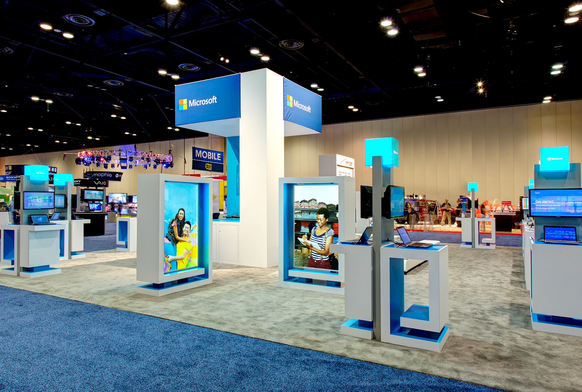 These event properties provided Microsoft the needed flexibility, broadcast the new brand of Microsoft and support the dozens of annual Microsoft Retail shows with varied footprints.